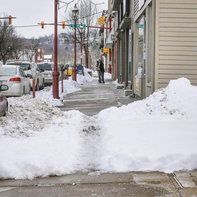 snowy_sidewalk_main_st_monongahela